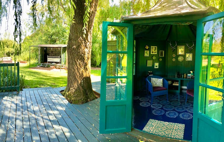 Mary's Place - Luxury Glamping @ The Meadow