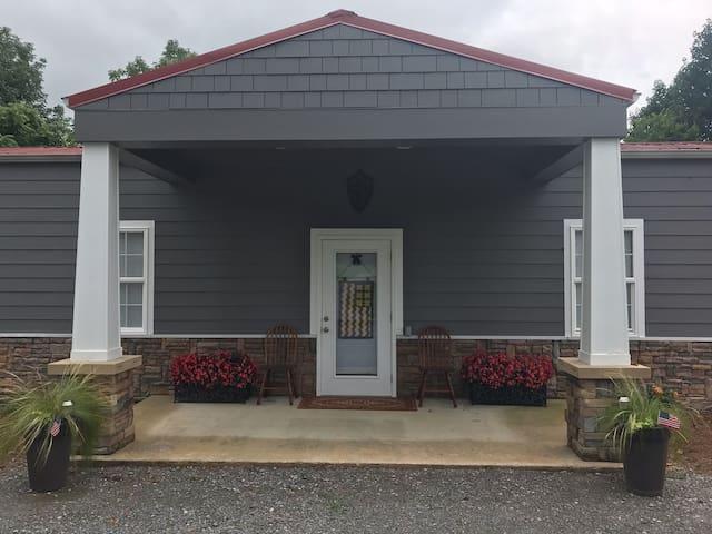 Lynchburg Barrel Hill Cottage