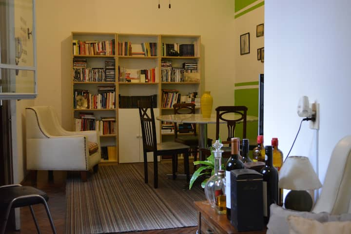 Amplio y cómodo apto en el centro de Montevideo