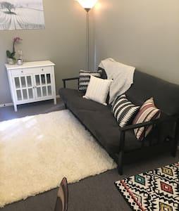 Sleep, Work & Play! Affordable & Cozy Bed + Office - Santa Ynez - Retkeilymaja