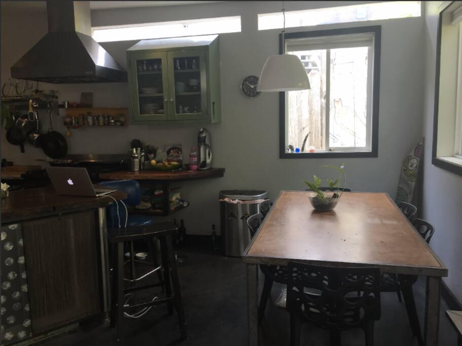 Open kitchen & dining area