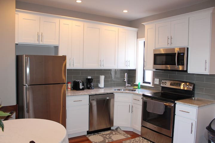 1BR Apt w parking at Broad St near downtown/center - Philadelphia - Lejlighed