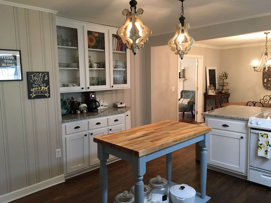 Cozy and Clean Farmhouse kitchen