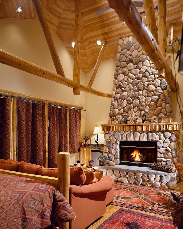 Cedar Guest Room w/Jacuzzi,  fireplace, porch