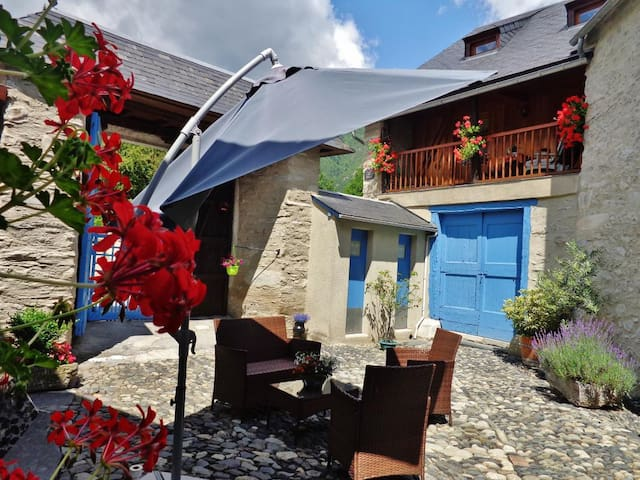 Chalet de montagne ski, rando, cure - Bourisp - Chatka w górach