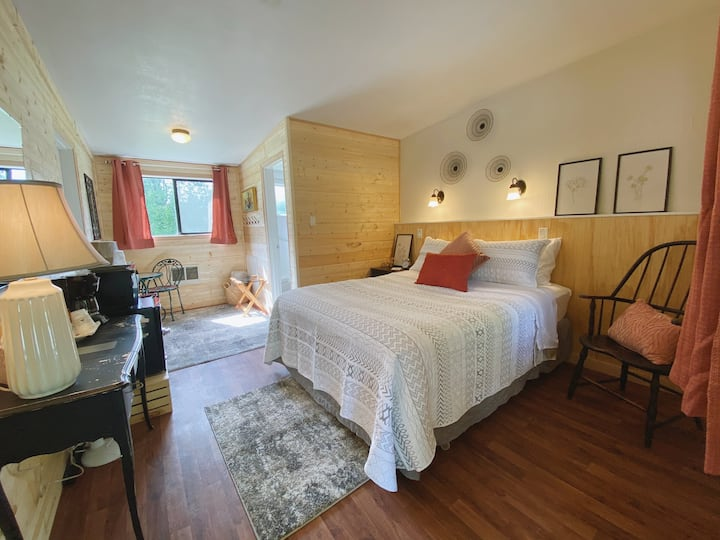 #5 ❀ Charming Bedroom on Quiet Property Near ONP ❀