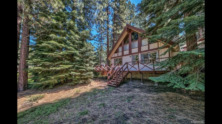 Amazing Chalet in the woods! Close to Ski & Beach!