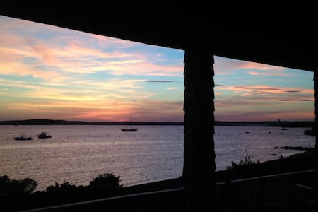 Gracious Waterfront Cape Home - Bourne - Casa