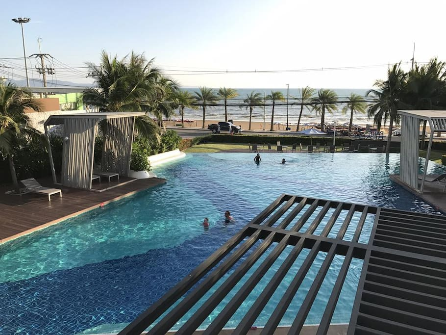 1st Swimming pool down the building face to the Jomtien  beach