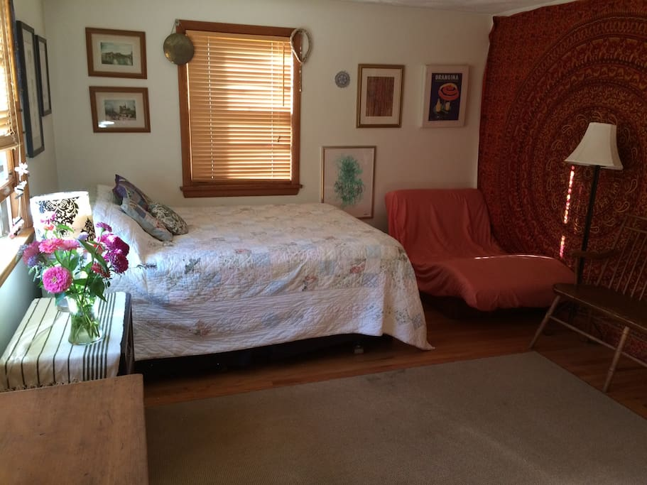 Queen size bed, in large, spacious room - plenty of room to spread out!