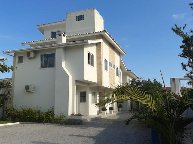 Apartamento dois quartos Barra da Lagoa .