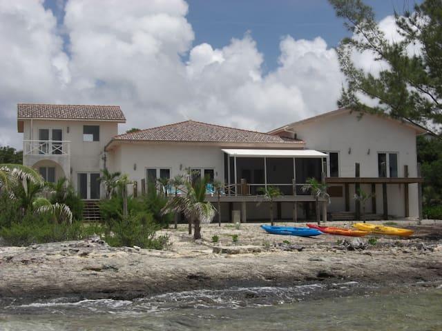 Large Oceanfront Villa on Turquoise Sea