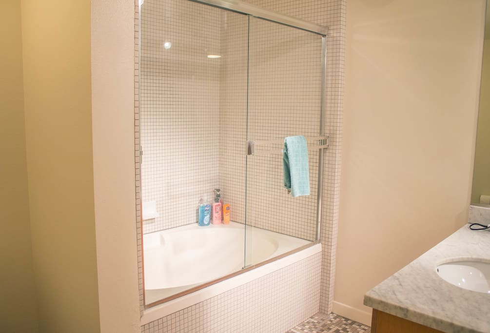 Clean shower/tub with studio lights
