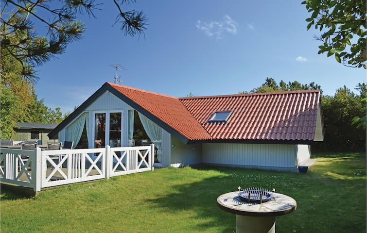 Holiday cottage with 3 bedrooms on 85m² in Løgstør