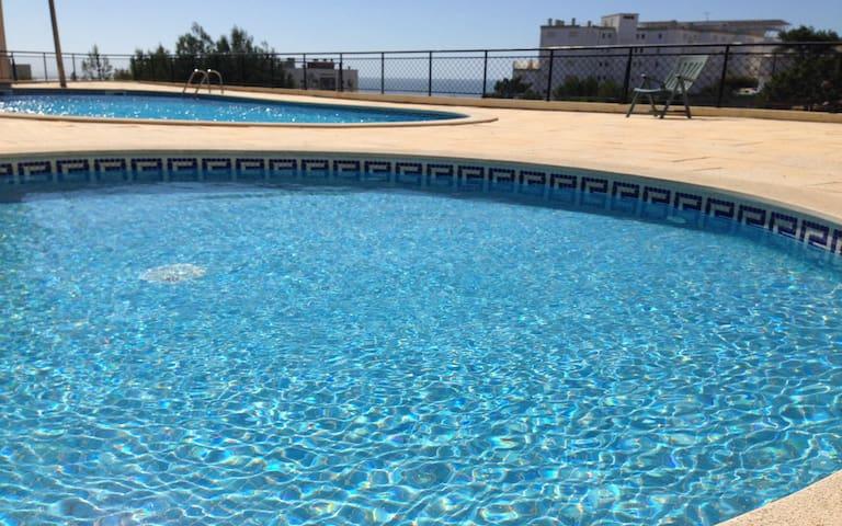 Atlantic Ocean Pool Apartment
