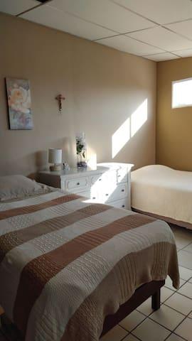 La casa de Waldo (habitación triple) - Santa Tecla - บ้าน