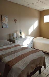 La casa de Waldo (habitación triple) - Santa Tecla - Casa