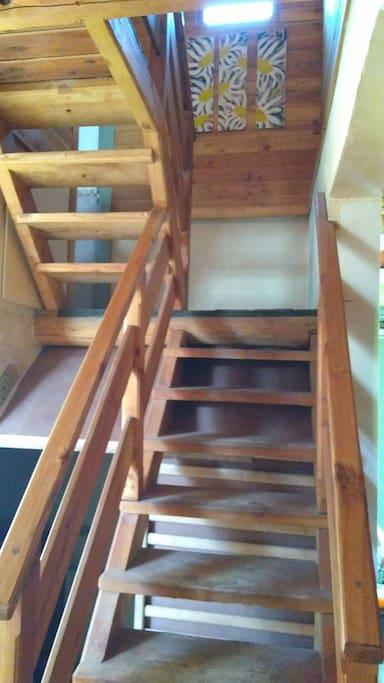escaleras que dan a la planta superior donde están las habitaciones