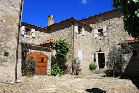Apartment in a small medieval town - Grožnjan - Huoneisto