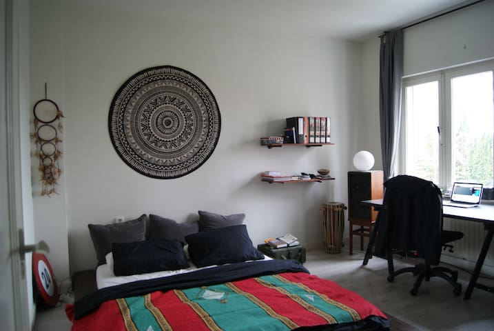 Spacious Room in Quiet Area, Close to the Centre - Маастрихт - Дом