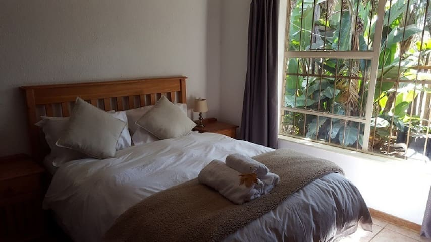 Autumn Breeze Manor B&B and Lodge Suite 11 - Graskop - Bed & Breakfast