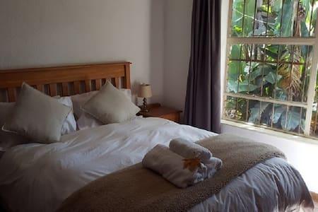 Autumn Breeze Manor B&B and Lodge Suite 11 - Graskop