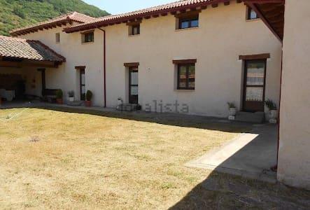 Fantástica casa en la montaña - Villanueva de Pontedo - Ev