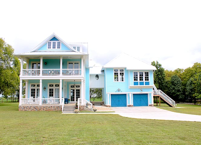Bleubird Studio- Southern Charm in KY - East suite