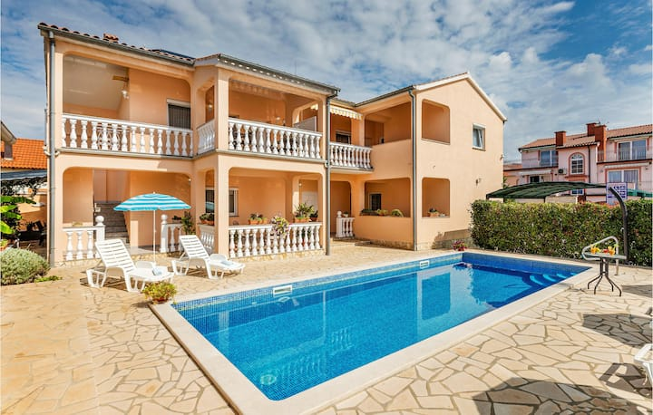 Awesome apartment in Vrvari with Outdoor swimming pool