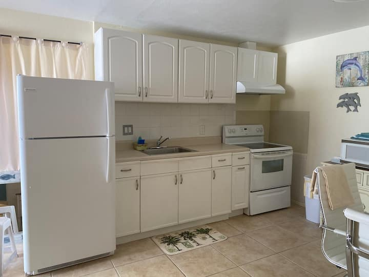 Dolphin unit 1 bdrm Deluxe Suite with full kitchen