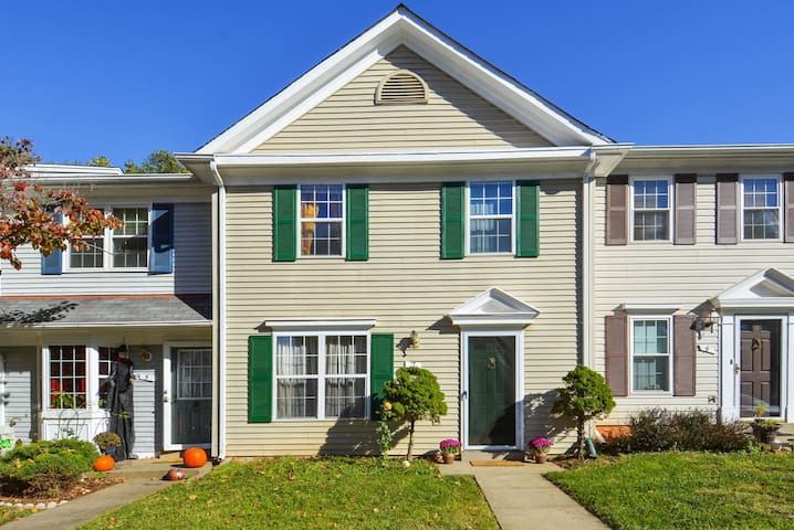 Top reviews, near Dulles Airport. By Superhosts!