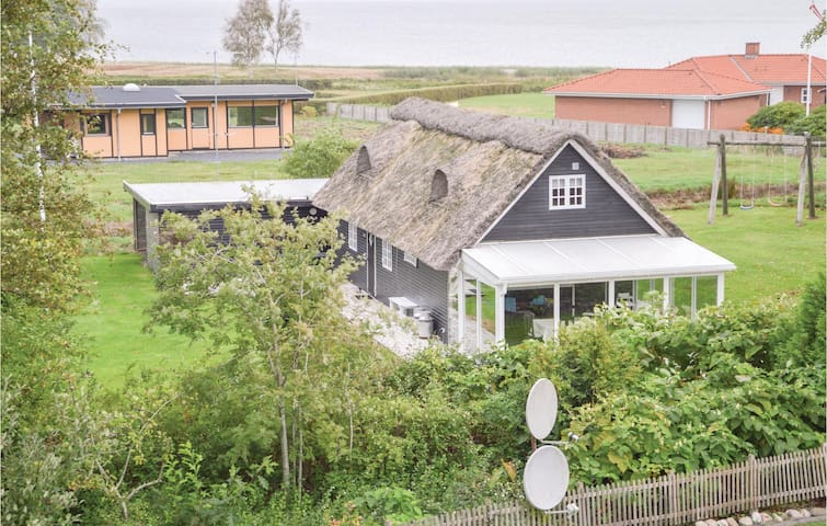 Holiday cottage with 4 bedrooms on 92m² in Højslev