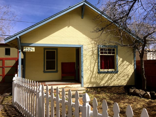 Cozy Historic Cottage House in Downtown Flagstaff