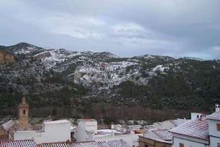 Apartamento en Arañuel, disfruta de su naturaleza.