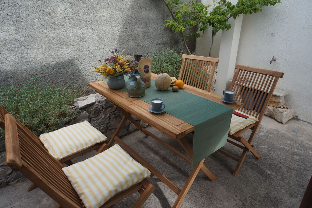 Terrace dinning table