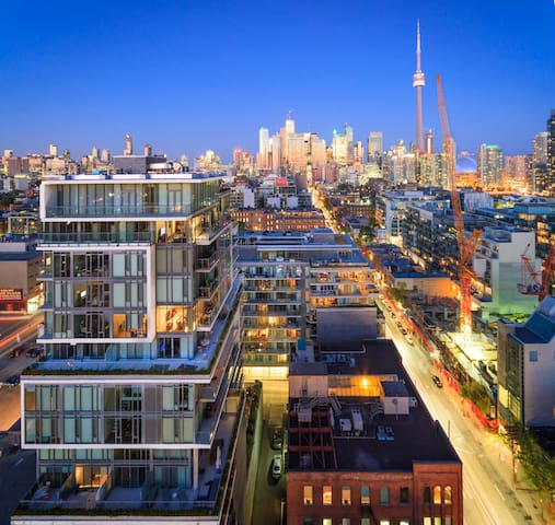 Chic & Modern King West Condo