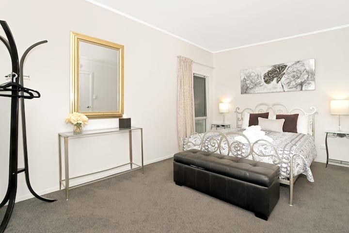 Coromandel Apartments ~ Lavender Apartments 1