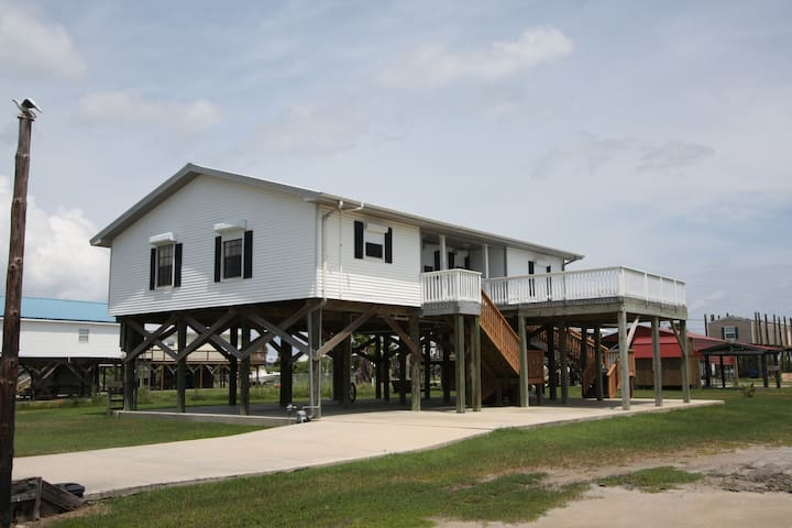 A Fish'n Pier has boat access and private fishing pier - Grand Isle - Casa