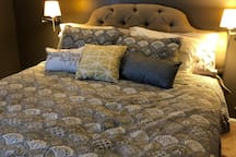 Master bedroom, Cal. king bed