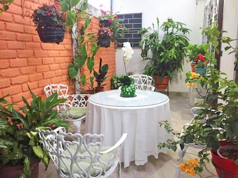 Beautiful & Spacious Terrace Room w/a Garden