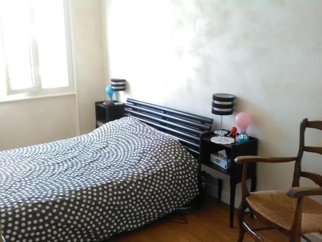 Chambre dans appartement calme et spacieux condominiums for Chamalieres piscine