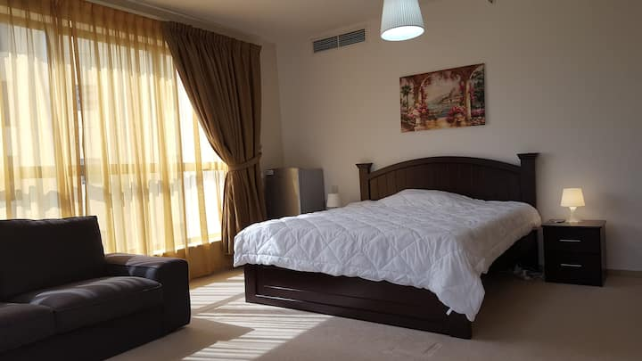 Cozy ensuite room with Amaizing marina view at JRB