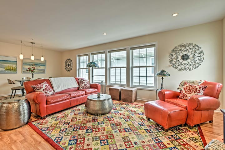 NEW! Vibrant Townhome: Walk to Douglas Beach Park!