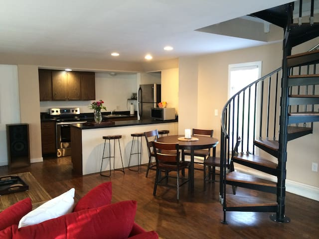 Carriagehouse by University Circle, Hospitals - Cleveland Heights - Casa