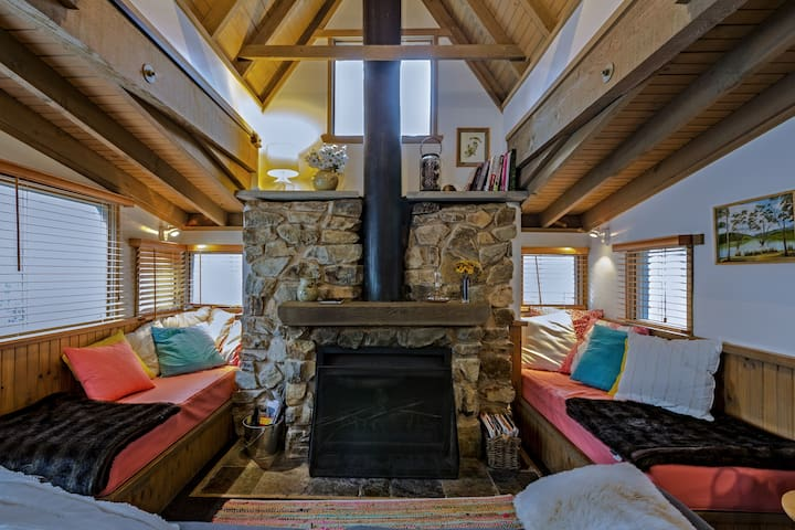'Bogong'- picturesque alpine chalet