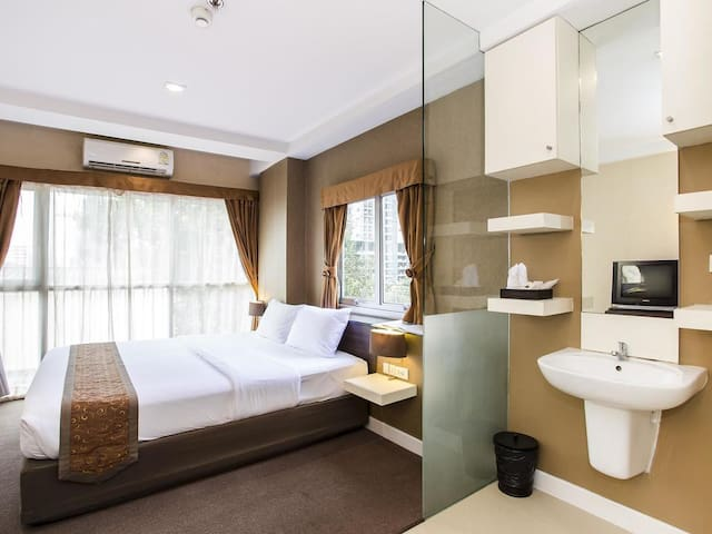 Elegant room 1.5 km. from Airport Rail Link