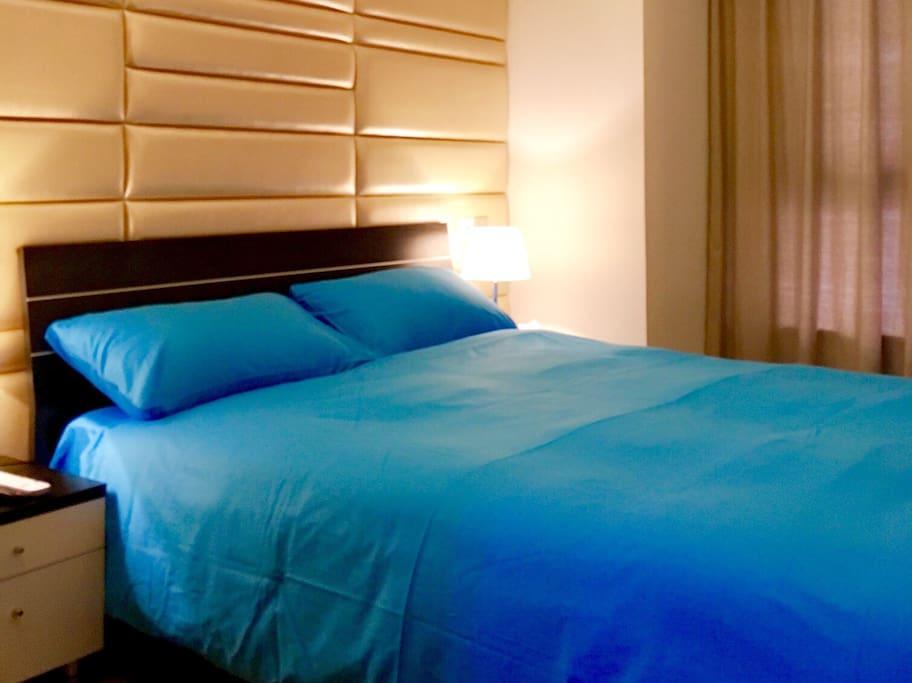 闹市中又能给你提供这种优雅的卧室~温馨、宁静。