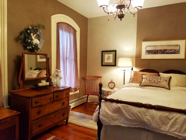 Quiet welcoming private room in the heart of town. - Rochester - Hus