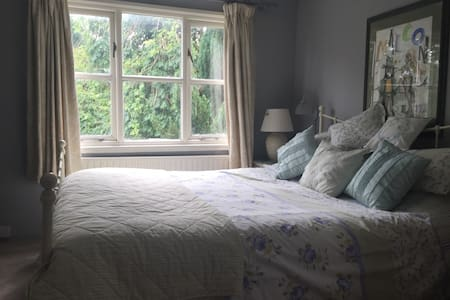 EN-SUITE ROOM AND FULL BREAKFAST - Ditchling