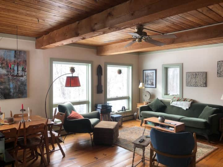 Vermont home,  WiFi, full kitchen, firepit, & deck
